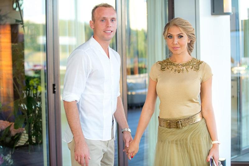 Денис Глушаков с женой
