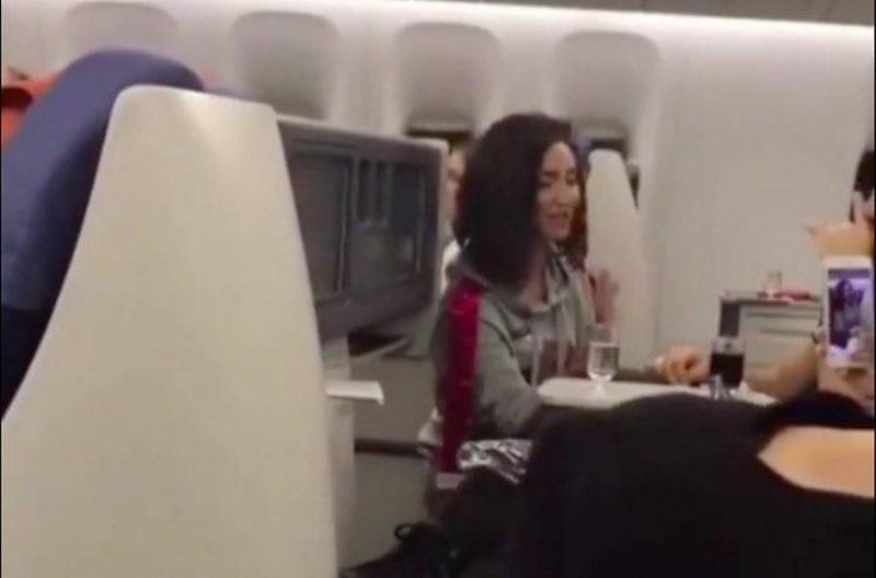пьяная Ольга Бузова  в самолете