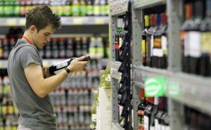 Запрет на продажу алкоголя до 21 года поддержали россияне