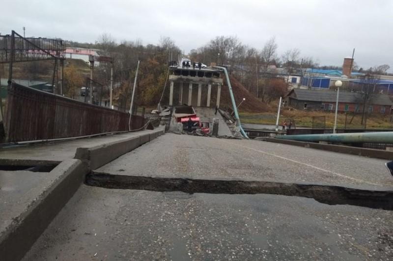 Свободный обрушение моста