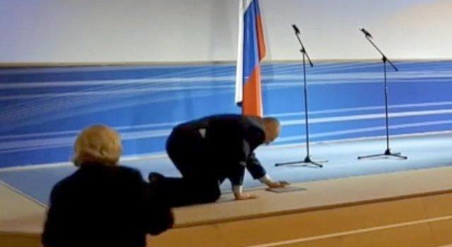 Жириновский упал во Владимире на сцене