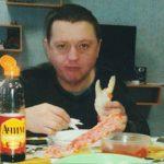 Вячеслав Цеповяз ест крабы в тюрьме