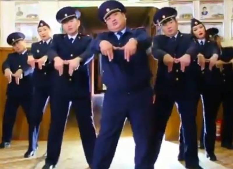 танцующие полицейские Якутия