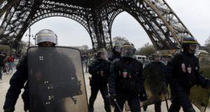 Чрезвычайное положение во Франции ввели