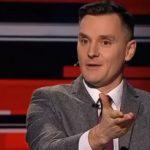 Дмитрий Куликов российский телеведущий стакан с водой
